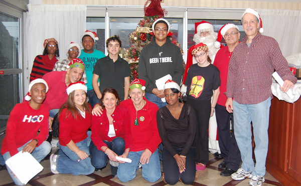 Flatlands Lions and Leos Bring Holiday Cheer
